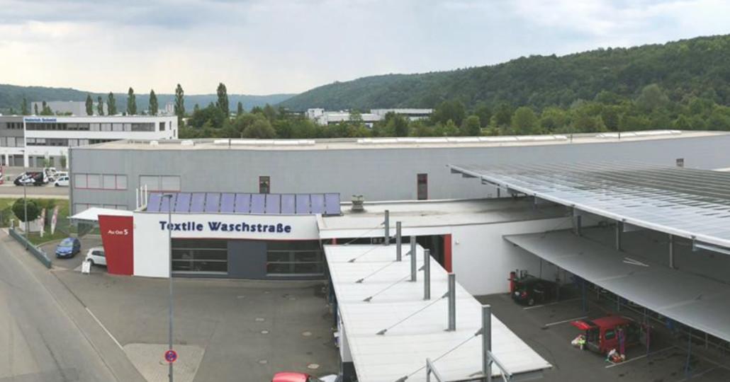 Solardach über den Staubsaugerplätzen